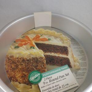 "Wilton 9"" 2 piece round cake pan set, pre-owned"